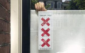 Grafisch ontwerp raamaffiche voor communicatie campagne in Amstetrdam