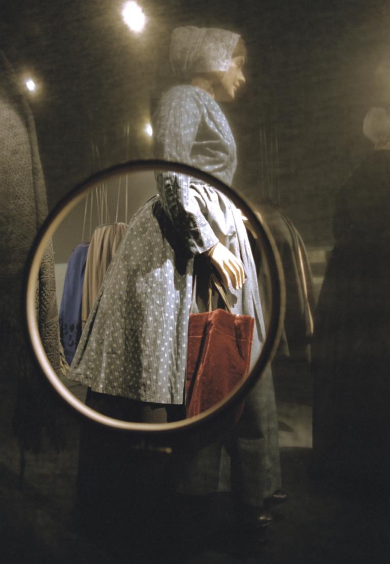 Ontwerp tentoonstelling over klederdrachten voor Museum Vlaardingen